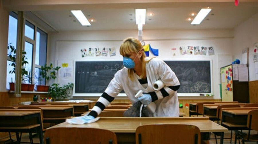Elevii unui liceu privat din Capitală ar putea reveni în bănci. Aproape toți angajații au fost imunizați