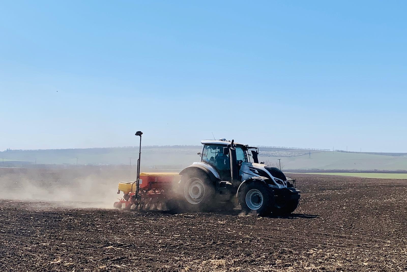 Peste trei mii de fermieri vor motorină de la români. Când vor primi aceștia ajutorul