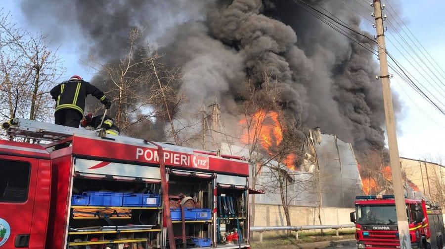 (FOTO, VIDEO) Incendiu de proporții pe Calea Basarabiei! Arde un depozit cu vopsea