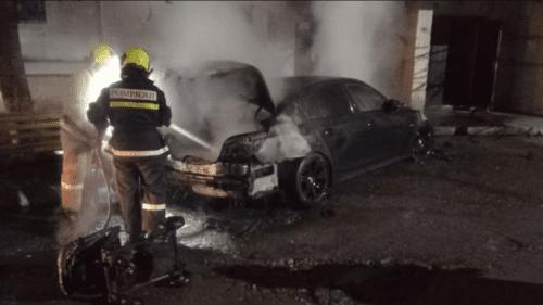 (FOTO) Un automobil a fost cuprins de flăcări, pe o stradă din Comrat