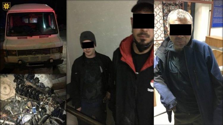 Au furat piese auto dintr-un automobil, iar la scurt timp au fost încătușați. Ce riscă făptașii