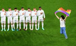 FOTO Un suporter a fluturat drapelul LGBT în timpul imnului! Ce meci urma să se joace la EURO 2020