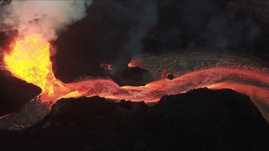 (GALERIE FOTO) Imagini incredibile cu o nouă fisură a vulcanului Geldingadalsgos din Islanda