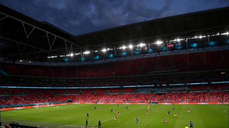 Câțiva sponsori ai EURO 2020 au afișat în timpul meciurilor reclame în culorile curcubeului, reprezentative pentru LGBT