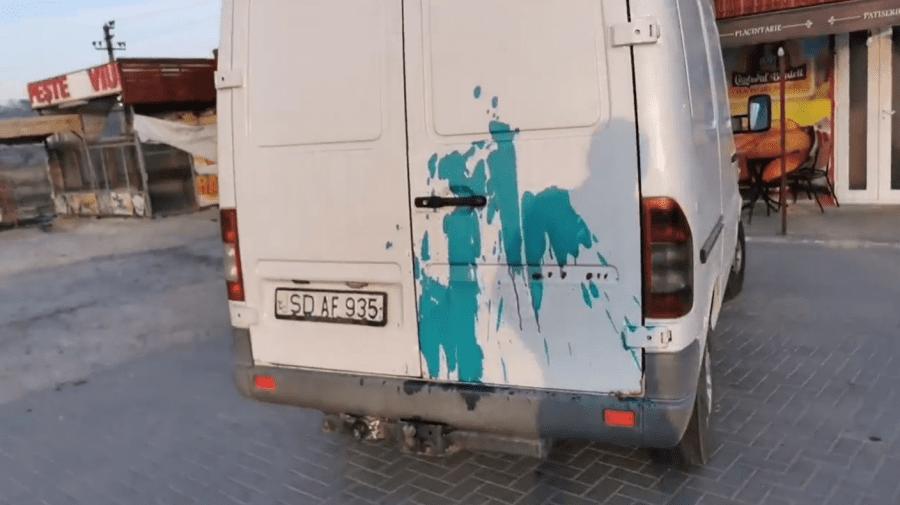 Răzbunare?! Vasile Costiuc s-a trezit cu microbuzul stropit cu verde de briliant. Cine s-ar face vinovat