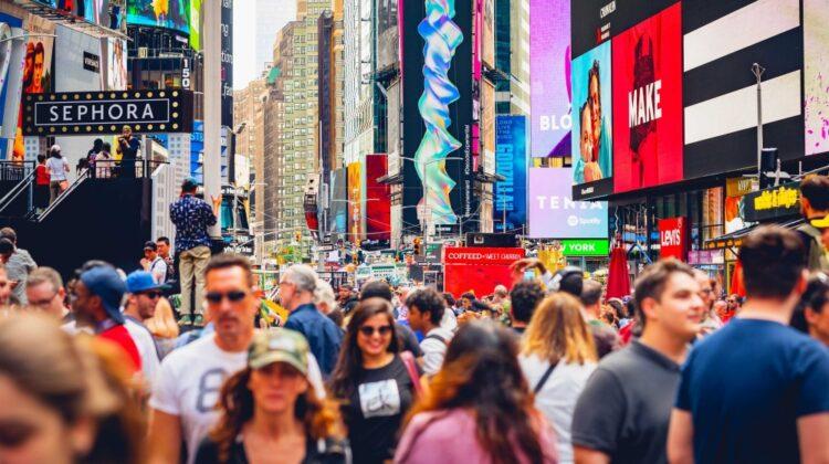 """""""Acest VIDEO m-a făcut să plâng""""! New York are 70 la sută din locuitori vaccinați. S-au dat focuri de artificii"""
