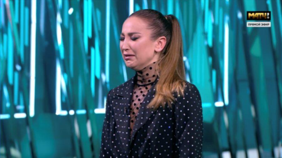 VIDEO Buzova a izbucnit în lacrimi, în direct, la tv. De ce s-a supărat pe prezentator?