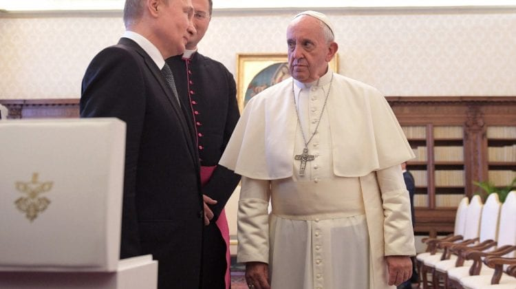 Papa de la Roma, gata să medieze întâlnirea bilaterala dintre Putin și Zelenski