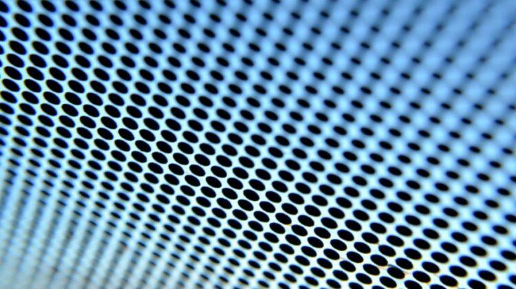 Știai ce înseamnă punctele negre de pe parbriz?