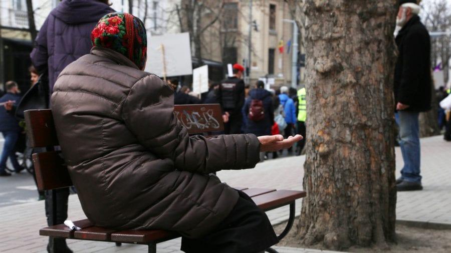 Câte 100 de lei pentru masa de Paște. Beneficiari – pensionarii nevoiași din Chișinău