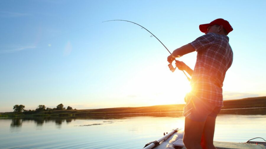 Pescuit legal în Moldova: Poliția de Frontieră anunță cum să obții permisul de pescuit