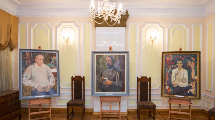 """A fost lansat volumul de lucrări semnat de pictorul Igor Vieru. Aureliu Ciocoi: Avem și noi """"Da Vincii"""" noștri"""