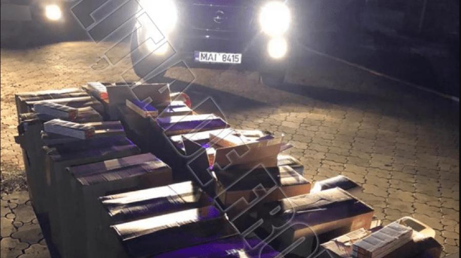 (VIDEO) Automobil ticsit cu țigări și pesticide, reținut la frontieră. Marfa urma să fie comercializată în Ucraina