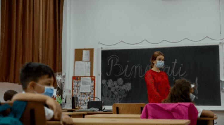 Le-a venit și rândul lor. Circa 10 mii de profesori din Chișinău vor fi imunizați