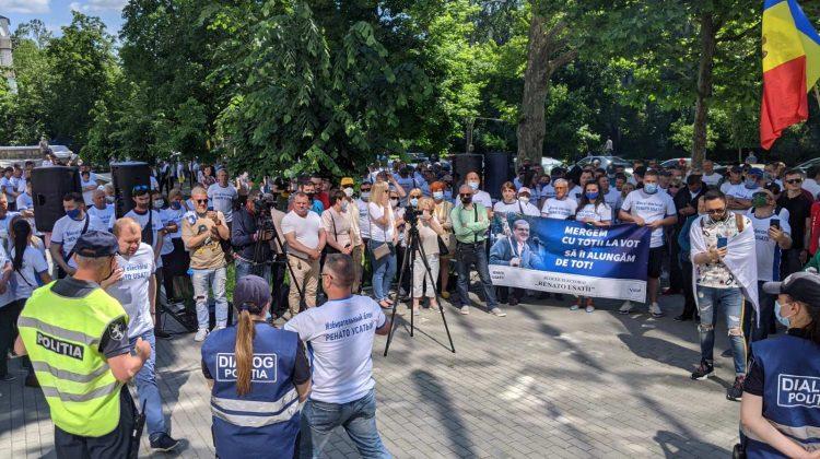 LIVE! PUN, PAS, PPDA și Blocul lui Renato Usatîi protestează la CA pentru mai multe secții de votare în diasporă