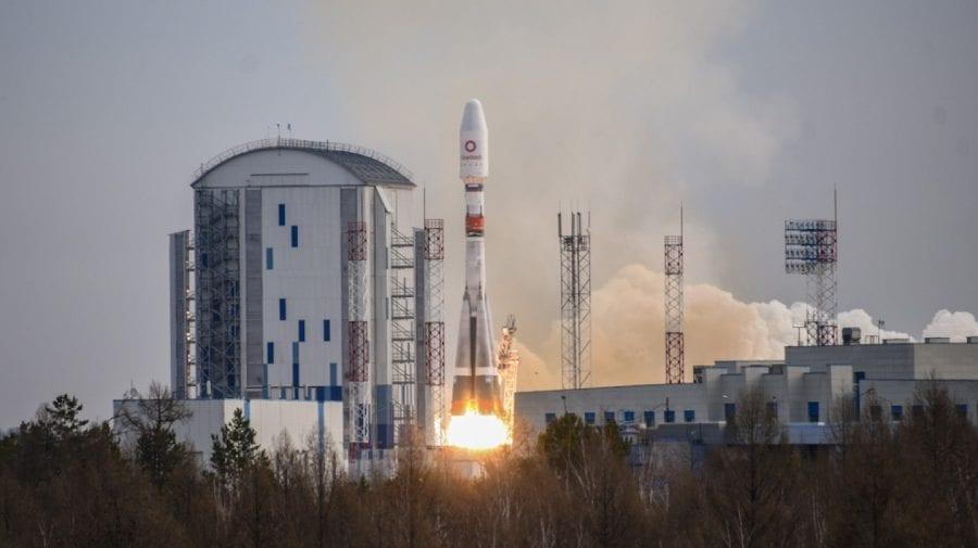 Rusia lansează în spațiu un nou lot de sateliți de telecomunicații din Marea Britanie