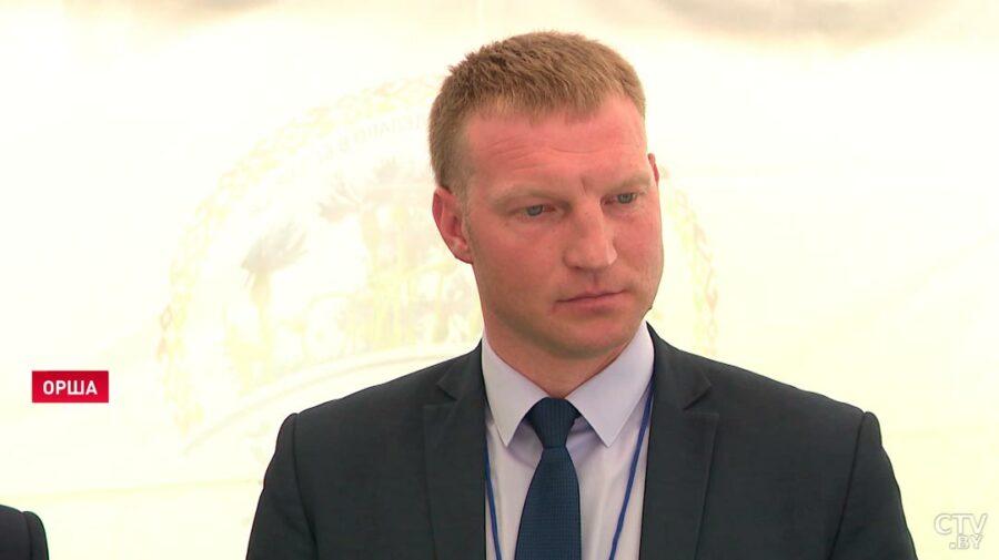 """VIDEO """"Oamenii mai greșesc"""". Cum iartă Lukașenko angajatul unui combinat prins cândva cu șampania la gură"""