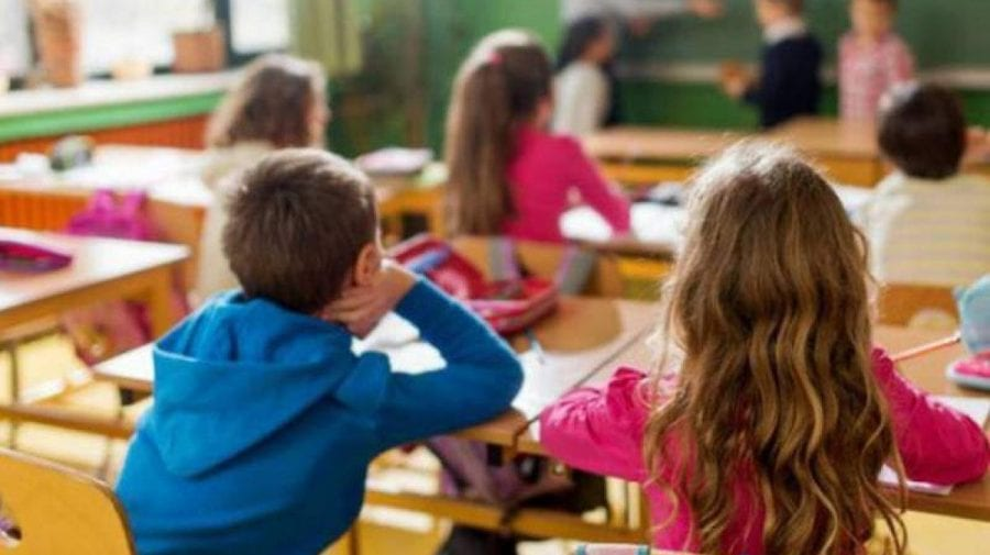 În bănci sau online? Cum va începe noul an școlar în Capitală și câte cadre didactice s-au imunizat până acum