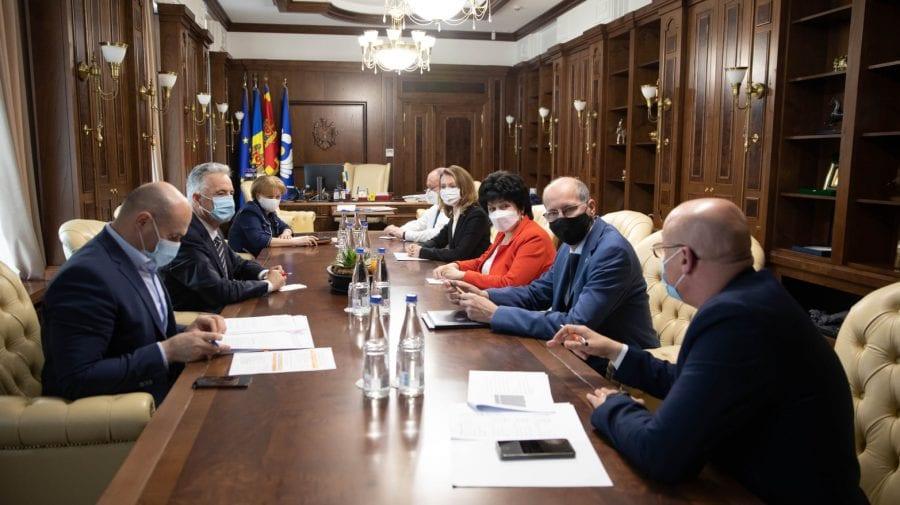 După dizolvarea Parlamentului, Zinaida Greceanîi cheamă Guvernul la ședință