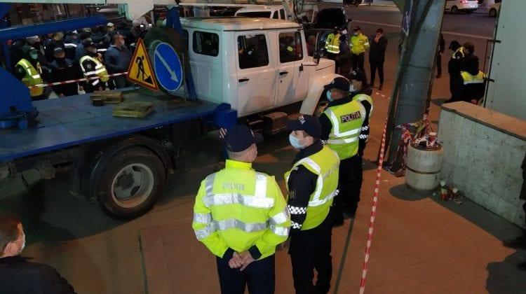 Cu poliție, carabinieri și scandal. Așa a fost dată jos, aseară, sigla de pe Soiuz. VIDEO