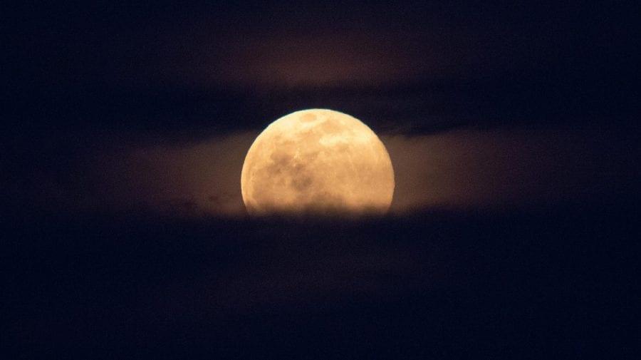 (FOTO) Vom fi martorii unui spectacol lunar major! Vezi când vei putea următoarea superlună