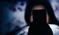 Petreci mult timp în fața ecranelor? Iată cum îți influențează sănătatea
