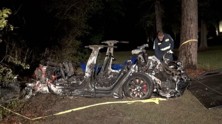 (VIDEO) Doi bărbați au decedat într-un accident cu implicarea unei TESLA! Pe scaunul șoferului nu se afla nimeni