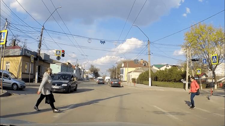 (VIDEO) Moment care-ți taie respirația! O femeie, la o secundă distanță de a fi spulberată pe trecerea de pietoni