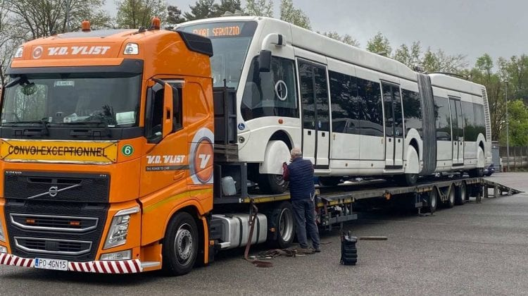 (FOTO) Primul troleibuz articulat, în drum spre Chișinău din Italia. Cum arată acesta