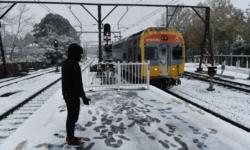 VIDEO În Australia a nins! Țara se confruntă cu cea mai rece vreme din ultimele decenii
