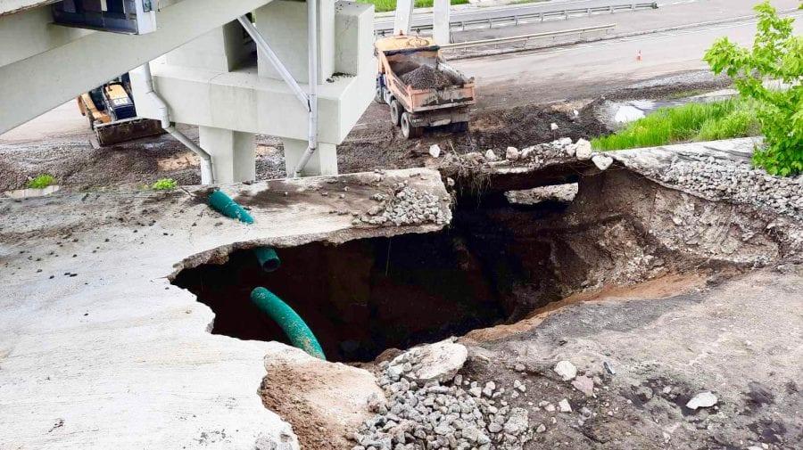 (FOTO) Ploile au făcut ravagii în toată țara! Mai multe sectoare de drum au fost distruse de viituri