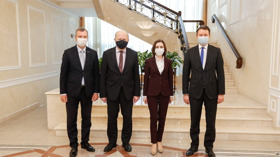 (FOTO) După Guvern, trei eurodeputați au mers la Președinție. Au avut o discuție cu Maia Sandu