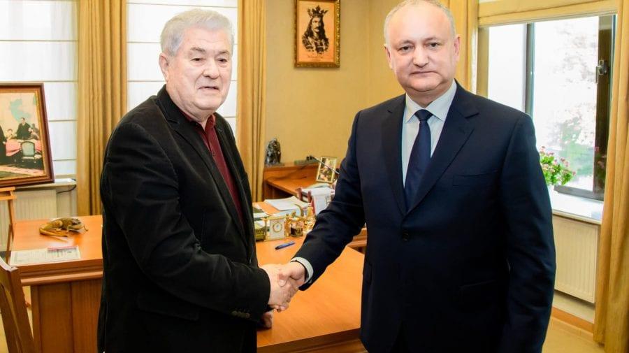(FOTO) Voronin a dat totuși mâna cu Dodon după trădare. Au semnat documentul de formare a unui bloc electoral