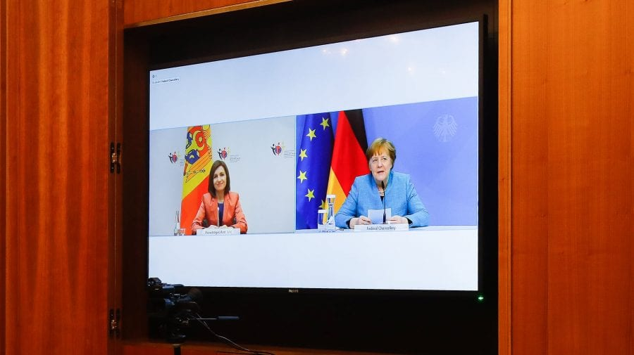 Liber pentru a circula în Europa. Sandu i-a solicitat lui Merkel să recunoască certificatele moldovenești de vaccinare