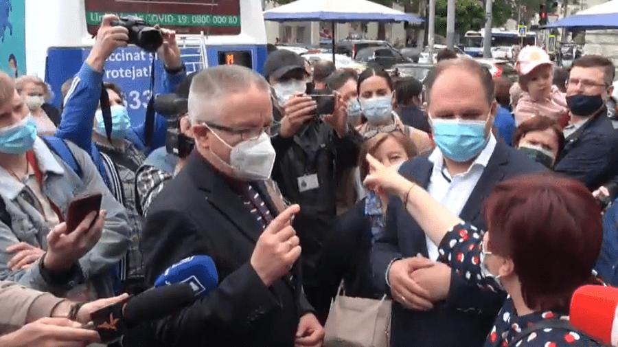"""Ceban """"luat"""" pe sus la evenimentul de lansare a centrelor mobile de vaccinare: E show politic"""
