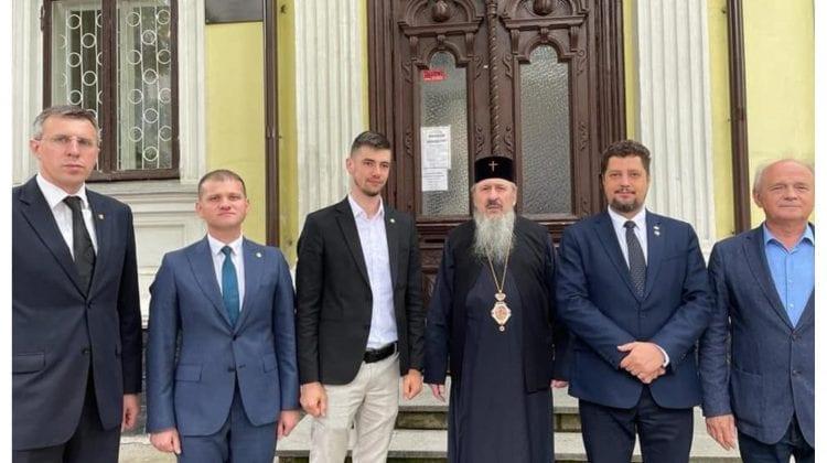 (FOTO) După ce s-a alăturat și PL la AUR, au mers să ceară binecuvântarea Mitropolitului Basarabiei