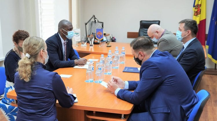 Ambasadorul SUA la Chișinău a trecut pe la CEC să se intereseze cum merg pregătirile pentru anticipate