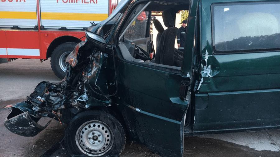 (FOTO) Accident la intersecția dintre strada Balcani și Durlești din Capitală. Șoferul de 19 ani a ajuns la spital