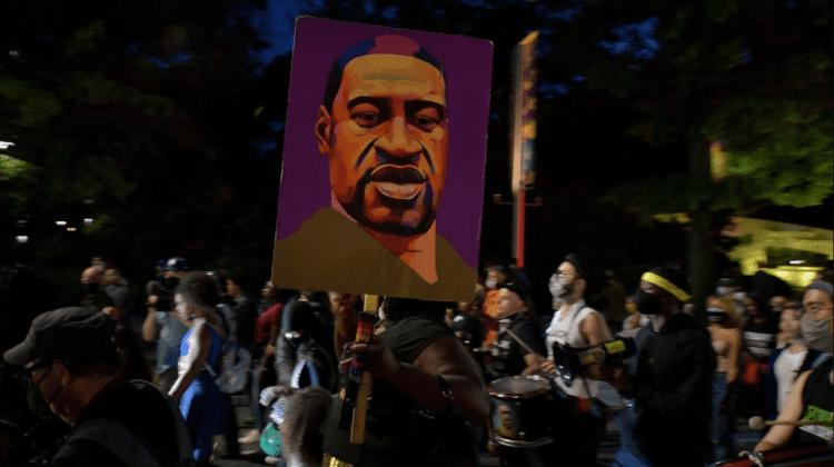 (FOTO) Un an de la moartea lui George Floyd, comemorat în stradă de mii de persoane
