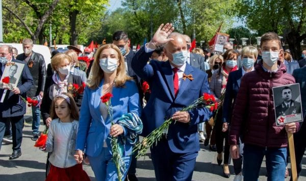 Despre Covid-19 în Moldova: Forfotă la unele cimitire și marșuri de Ziua Victoriei