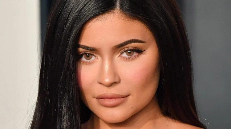 (FOTO) Kylie Jenner și-a surprins fanii într-o ședință foto fierbinte