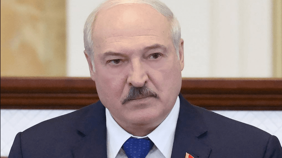 (FOTO) Frumoasă, pasionată de fotbal și cu 43 de ani mai tânără. Iată cum arată amanta lui Lukașenko
