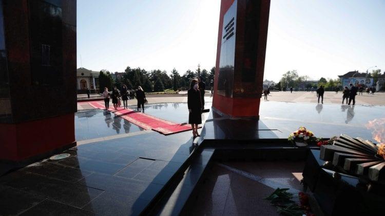"""Maia Sandu a depus flori azi-dimineața la Complexul Memorial """"Eternitate"""""""