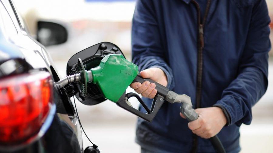 Treceți azi pe la benzinărie? Prețurile maxime pe care trebuie să le vedeți afișate de patroni
