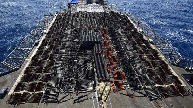 Captură incredibilă a unui transport ilegal! Armele sechestrate au acoperit în întregime puntea unei nave de război