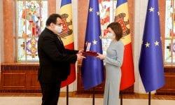 """Șefa statului i-a conferit """"Ordinul de Onoare"""" ambasadorului UE în Republica Moldova"""
