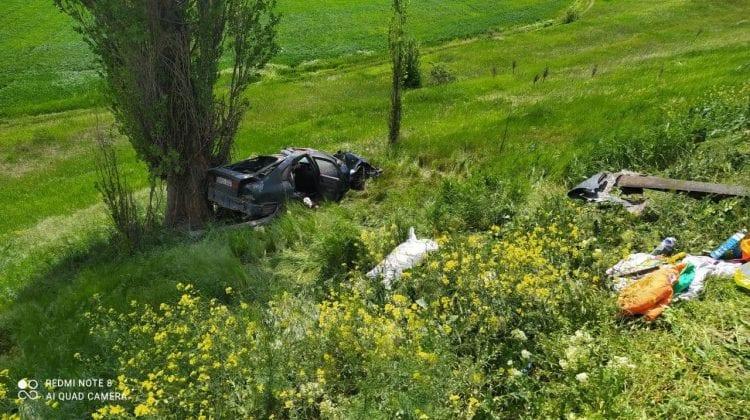 (FOTO) O familie cu cinci membri, implicată în accident. Șoferul a murit, iar un copil de un an este în reanimare