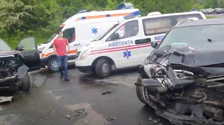(VIDEO) Accident grav pe șoseaua Chișinău-Hîncești. Două mașini s-au lovit frontal într-o curbă periculoasă