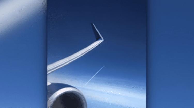 (VIDEO) Puține persoane au ocazia să vadă din aer cum o rachetă pleacă în spațiu! Momentul a fost filmat din avion
