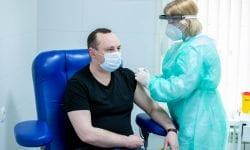 """PSRM nu rămâne în urmă! Trei socialiști s-au vaccinat anti-COVID cu un ser """"Made in China"""""""